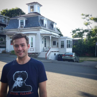Recognize that house?! Hint: Look at Will's t-shirt ;-)