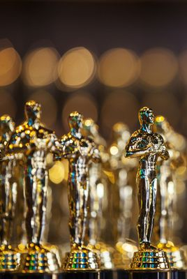 Fun Fact: Oscars weigh 8.5 lb and stand 13.5 inches tall!